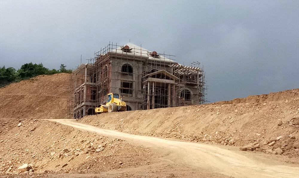"""Vụ bạt núi xây biệt thự khủng trái phép ở Thanh Hóa: Công Thanh """"phớt lờ"""" các quyết định xử phạt - Ảnh 1"""
