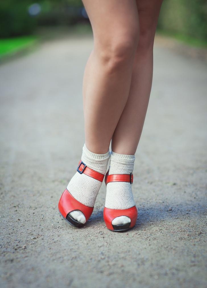 7 mẹo cực hay giúp phụ nữ đi giày cao gót suốt cả ngày vẫn không mỏi hay đau nhức chân - Ảnh 2