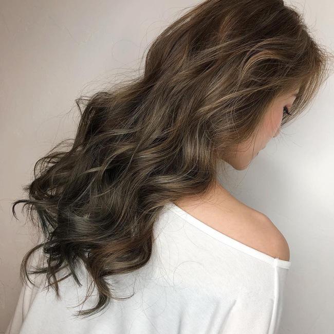 2 tuần nữa mới đến Tết nhưng đã nhuộm từ bây giờ, đây là 5 tip chăm sóc cho mái tóc nhuộm/tẩy màu của bạn - Ảnh 1