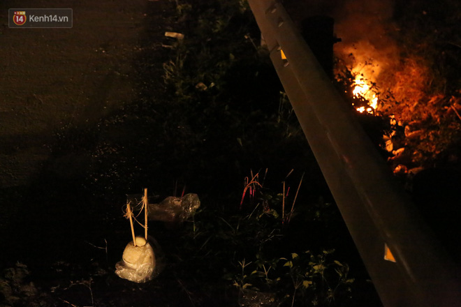 Cảnh tượng khói hương nghi ngút tại hiện trường vụ tai nạn khiến 8 người tử vong ở Hải Dương khiến nhiều người qua đường xót xa - Ảnh 7