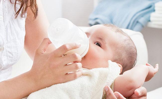 Chỉ cần nhìn qua dấu hiệu này là biết ngay bé đã ăn đủ no hay chưa: Quan trọng nên các mẹ cần phải biết - Ảnh 2