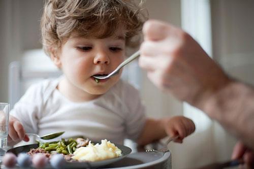 Mẹ thường xuyên nấu nước hầm xương cho con ăn - Coi chừng hại con! - Ảnh 1