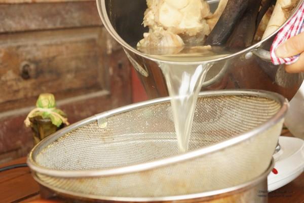 Mẹ thường xuyên nấu nước hầm xương cho con ăn - Coi chừng hại con! - Ảnh 3