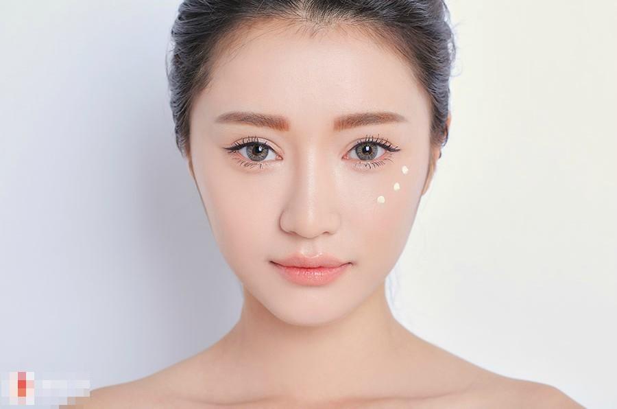 Những thủ thuật trang điểm giúp phụ nữ sở hữu vẻ đẹp trong sáng, trẻ ra cả chục tuổi - Ảnh 2