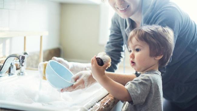 Phía sau những đứa trẻ xuất sắc là những bậc cha mẹ biết lùi về phía sau - Ảnh 1