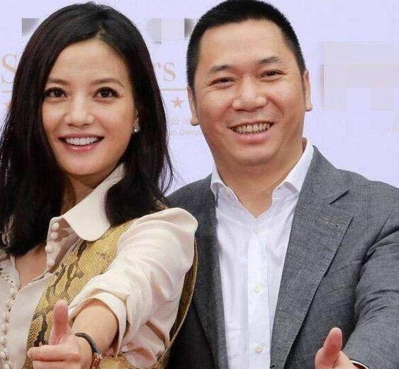 140 người đồng loạt khởi kiện vợ chồng Triệu Vy sau scandal gian lận chứng khoán - Ảnh 1