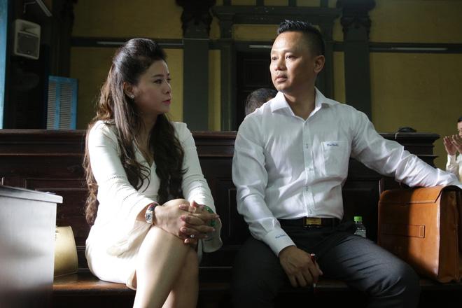 Cuộc tranh luận nảy lửa của vợ chồng ông chủ cà phê Trung Nguyên: Ngồi ở đây là nỗi nhục - Ảnh 3