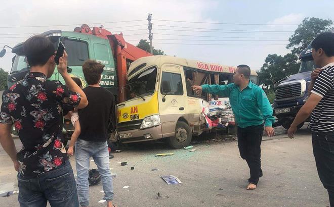Kinh hoàng cảnh xe khách 29 chỗ va chạm với container và xe tải, nhiều người thương vong - Ảnh 3