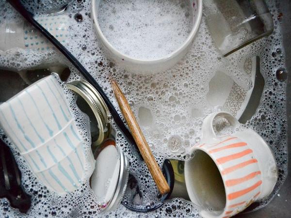 Sai lầm khi rửa bát chỉ làm gia tăng thêm vi khuẩn mà bạn không hề hay biết - Ảnh 1