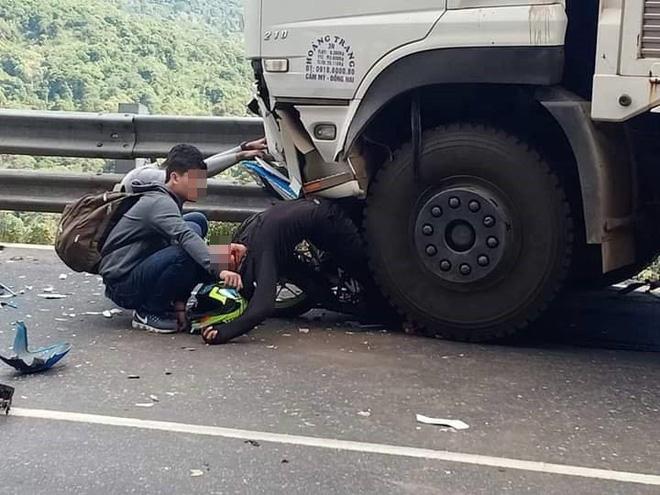 Tin mới nhất về phượt thủ gặp nạn trên đèo Bảo Lộc, cả người lẫn xe dính dưới bánh xe tải - Ảnh 3