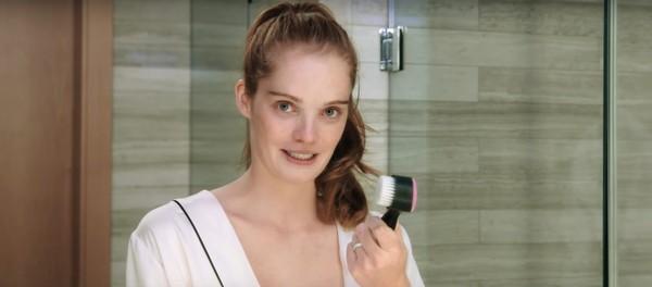 Thiên thần Alexina Graham chia sẻ bí quyết dưỡng da để mãi mãi như tuổi 18 - Ảnh 5