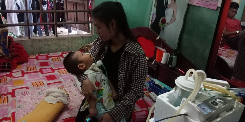 Xót xa bé trai 1 tuổi gồng cứng người vì di chứng bại não - Ảnh 4