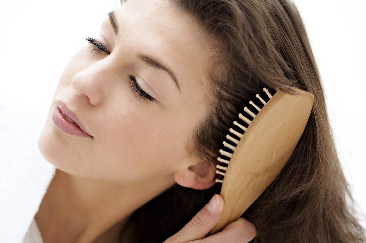 7 bí quyết ngăn ngừa rụng tóc chị em nên áp dụng ngay để có mái tóc dày, khỏe đẹp - Ảnh 2