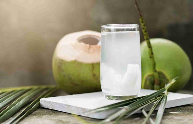 5 công dụng làm đẹp hữu ích của nước dừa mà bạn nên biết - Ảnh 1