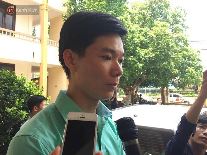 """Bác sĩ Hoàng Công Lương xúc động: """"Có người thân 9 nạn nhân đồng hành tôi tin công lý sẽ được thực thi"""" - Ảnh 3"""