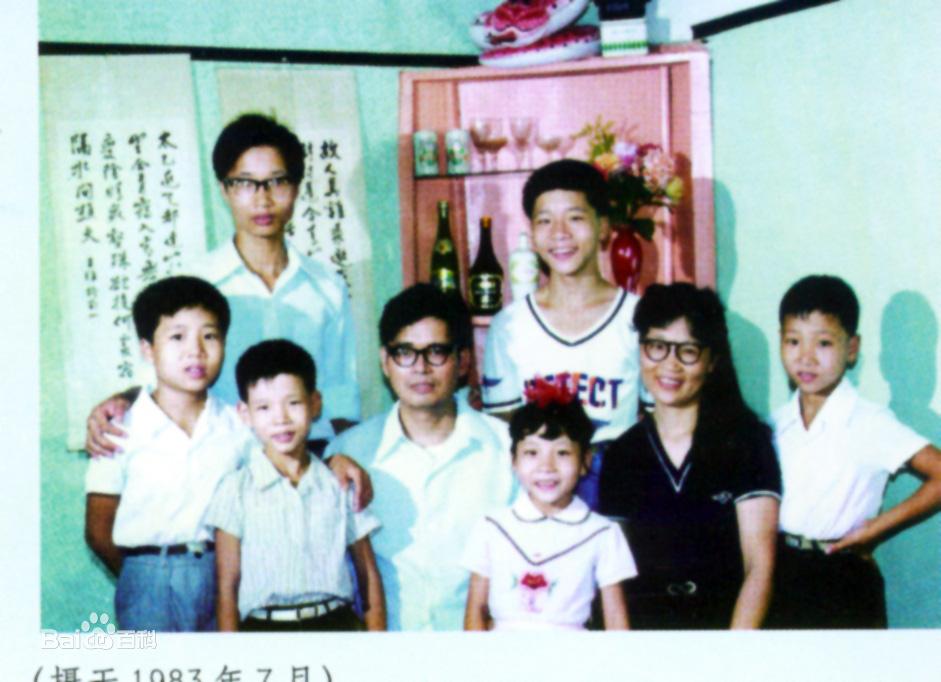 Gia đình 8 người chen chúc trong căn nhà 16m2, nhiều năm sau cuộc đời họ thay đổi hoàn toàn, nổi tiếng cả thế giới nhờ 1 điều - Ảnh 3