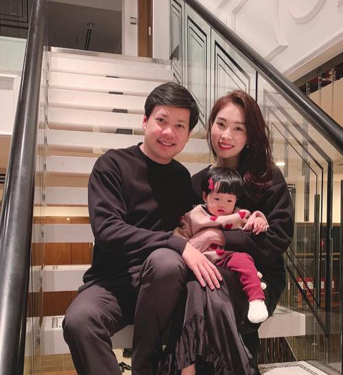 HOT: Hoa hậu Đặng Thu Thảo vừa hạ sinh quý tử nặng 3,5kg cho ông xã doanh nhân - Ảnh 2