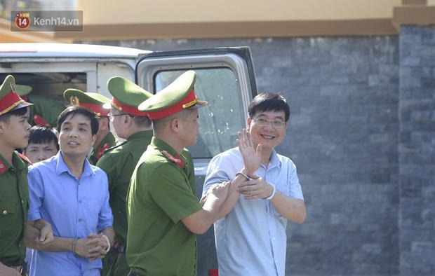 Tuyên án vụ gian lận thi THPT ở Hòa Bình: Chủ mưu lĩnh 8 năm tù, bản án thấp nhất 15 tháng tù treo - Ảnh 1