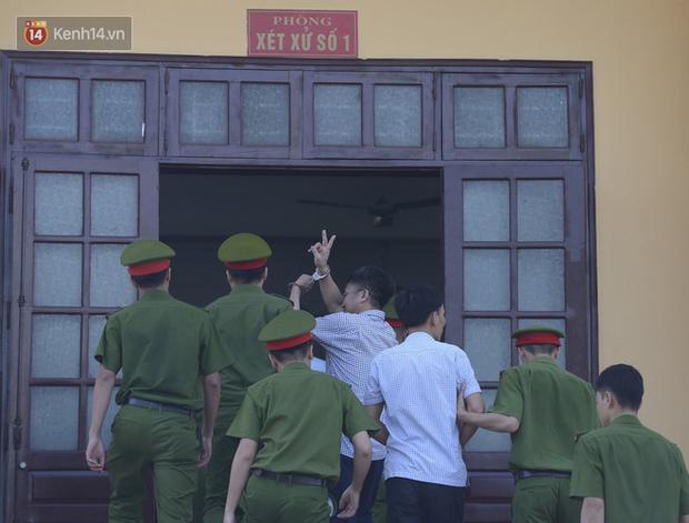 Tuyên án vụ gian lận thi THPT ở Hòa Bình: Chủ mưu lĩnh 8 năm tù, bản án thấp nhất 15 tháng tù treo - Ảnh 5