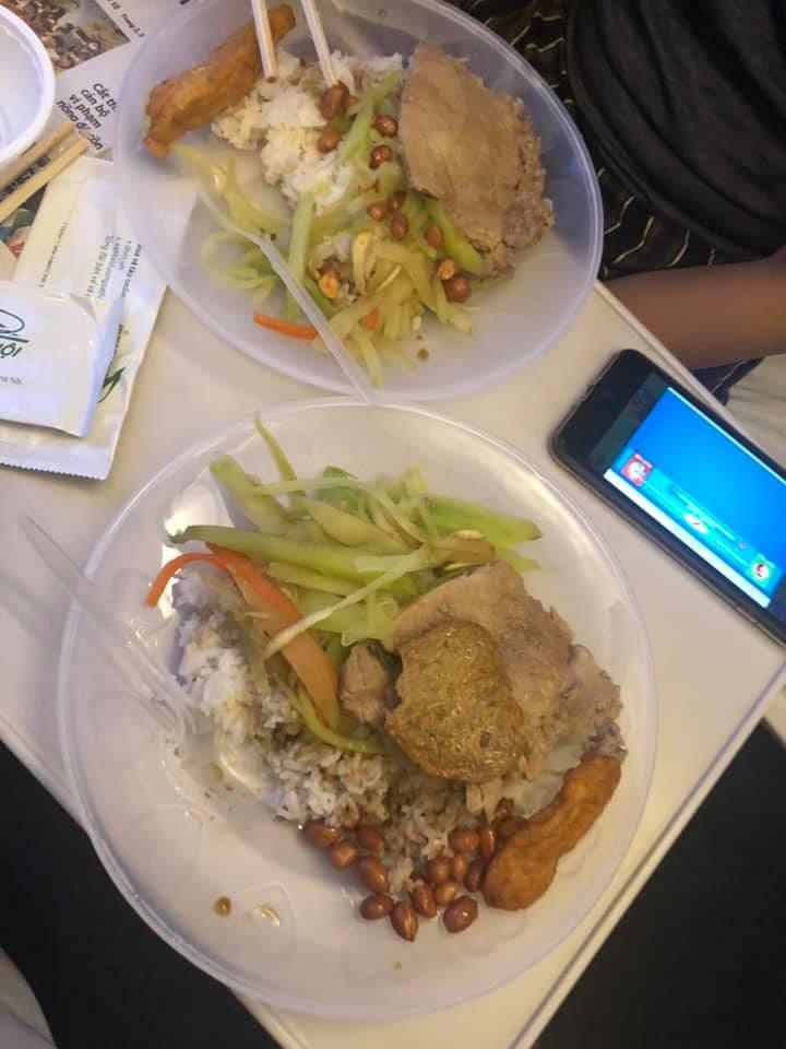 Suất ăn 35.000 đồng trên tàu của Đường sắt Việt Nam gây sốt mạng - Ảnh 2