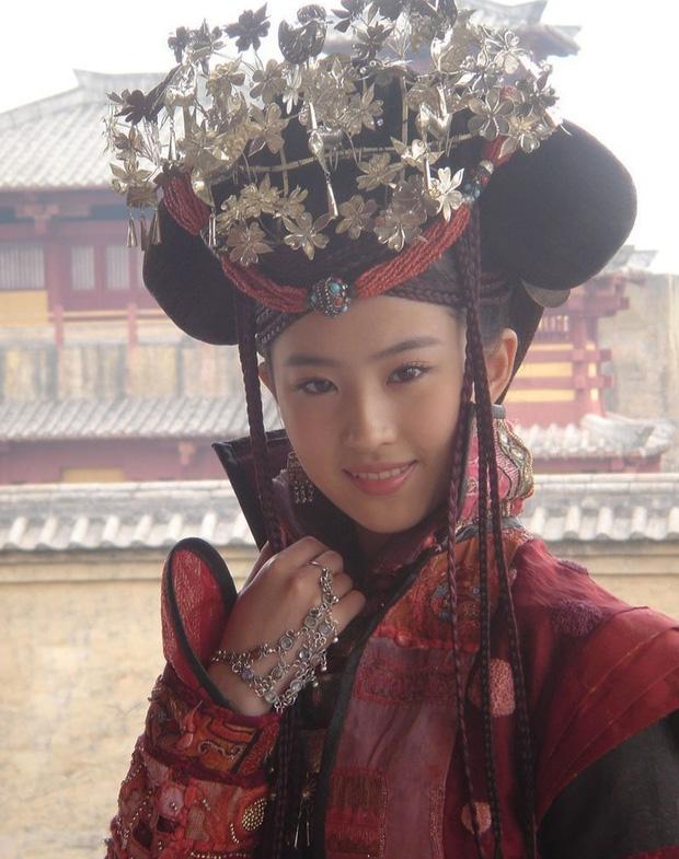 Ảnh năm 18 tuổi của Lưu Diệc Phi lên trang chủ iFeng: Nhan sắc 'tiên khí' ngút ngàn, bao năm qua không ai đoạt ngôi - Ảnh 9
