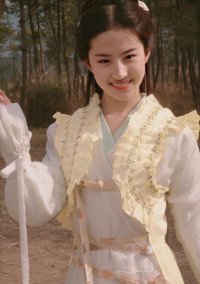 Ảnh năm 18 tuổi của Lưu Diệc Phi lên trang chủ iFeng: Nhan sắc 'tiên khí' ngút ngàn, bao năm qua không ai đoạt ngôi - Ảnh 3