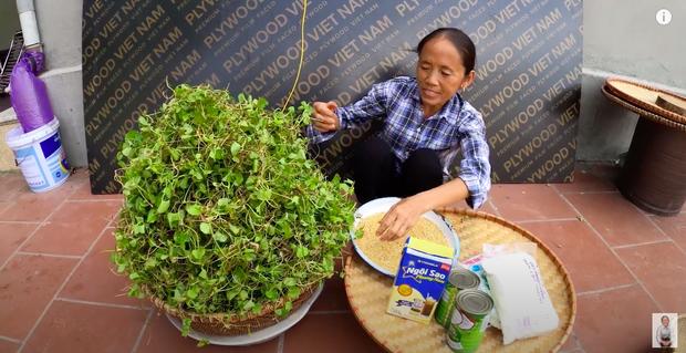 """Bà Tân tung video làm cốc rau má đậu xanh siêu to khổng lồ, nhưng thứ mà dân mạng chú ý nhất lại là một câu """"lỡ lời"""" của Hưng Vlog - Ảnh 2"""