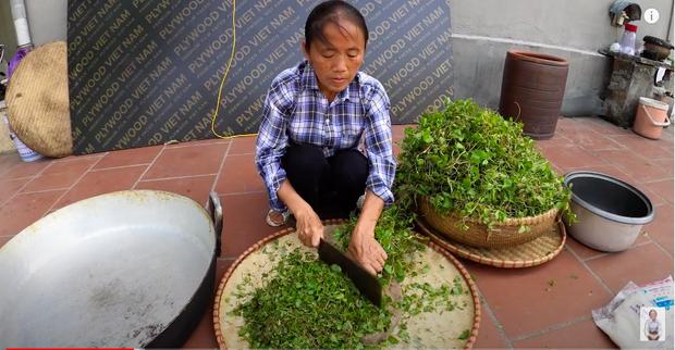 """Bà Tân tung video làm cốc rau má đậu xanh siêu to khổng lồ, nhưng thứ mà dân mạng chú ý nhất lại là một câu """"lỡ lời"""" của Hưng Vlog - Ảnh 3"""