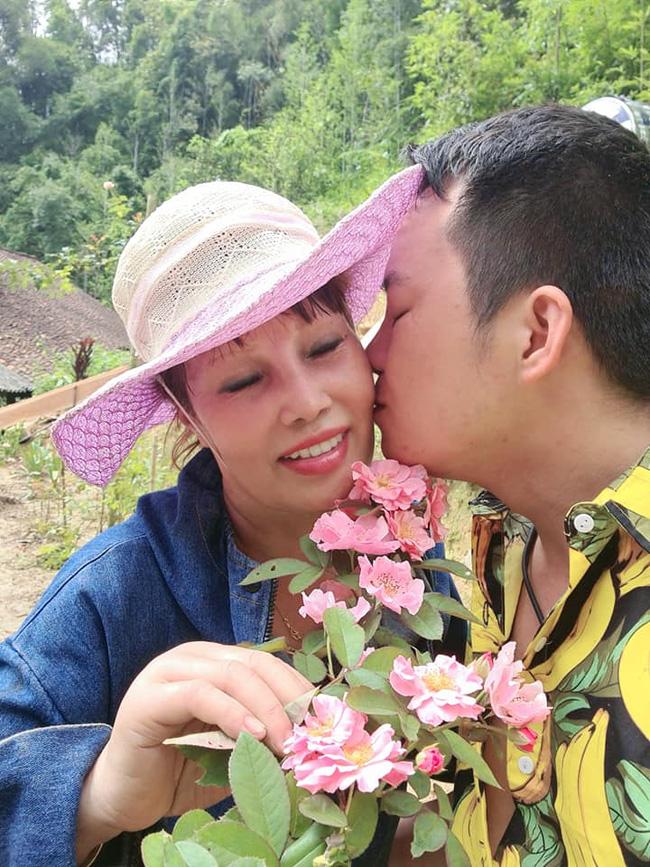 Cô dâu Cao Bằng 62 tuổi xuất hiện với diện mạo mới cực lạ sau cuộc đại phẫu trẻ hóa - Ảnh 2