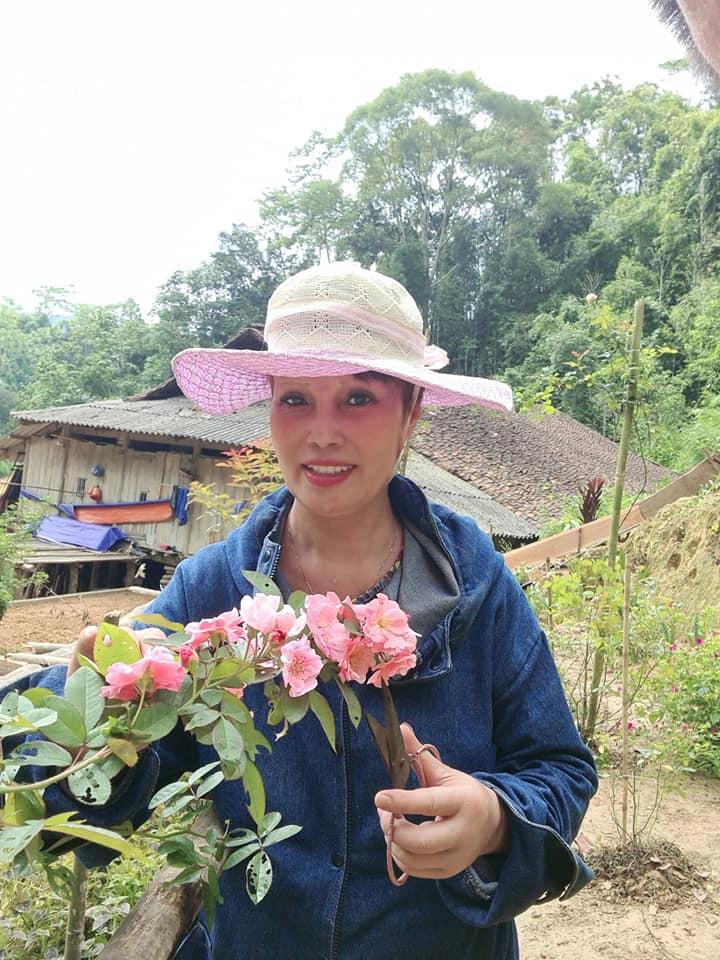 Cô dâu Cao Bằng 62 tuổi xuất hiện với diện mạo mới cực lạ sau cuộc đại phẫu trẻ hóa - Ảnh 3