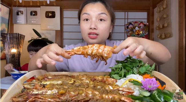 Youtuber ai mà sang chảnh như Quỳnh Trần JP, chọn review toàn món đắt đỏ, có loại tôm nữ hoàng giá mỗi con bằng cả cân ở Việt Nam - Ảnh 3
