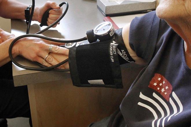 Người học càng nhiều, nguy cơ mắc bệnh tim lúc già càng thấp - Ảnh 1