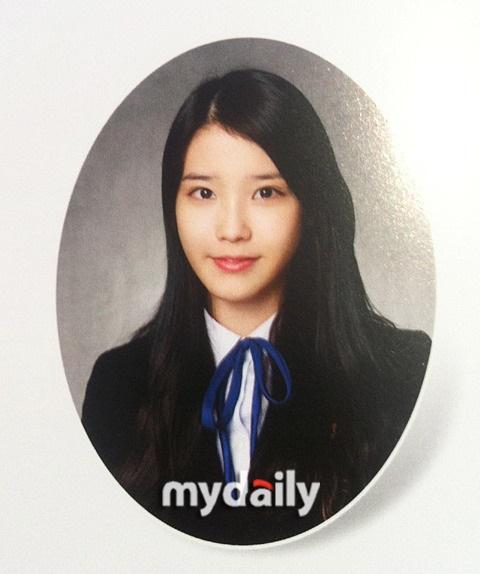 Ảnh tốt nghiệp của idol nữ khi chưa makeup, làm tóc cầu kỳ: Irene như nữ thần, Jisoo lại khác quá khác - Ảnh 2
