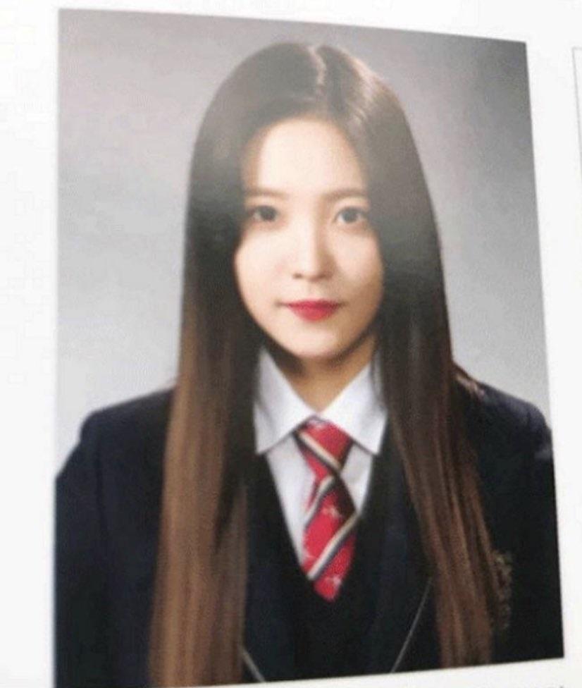Ảnh tốt nghiệp của idol nữ khi chưa makeup, làm tóc cầu kỳ: Irene như nữ thần, Jisoo lại khác quá khác - Ảnh 7