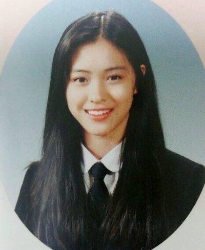 Ảnh tốt nghiệp của idol nữ khi chưa makeup, làm tóc cầu kỳ: Irene như nữ thần, Jisoo lại khác quá khác - Ảnh 9