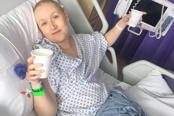 Bụng như chửa vì ung thư buồng trứng: 6 dấu hiệu cứ tưởng bệnh tiêu hóa nhưng là ung thư - Ảnh 2