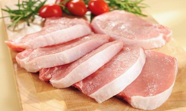 Lỡ mua phải miếng thịt lợn hôi, đừng vội vứt đi mà phí vì bạn có thể khử mùi sạch sẽ bằng 2 thứ nguyên liệu cực rẻ tiền này - Ảnh 1