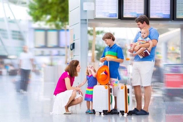 Cả nhà đi du lịch, cần chuẩn bị cho trẻ những gì? - Ảnh 2