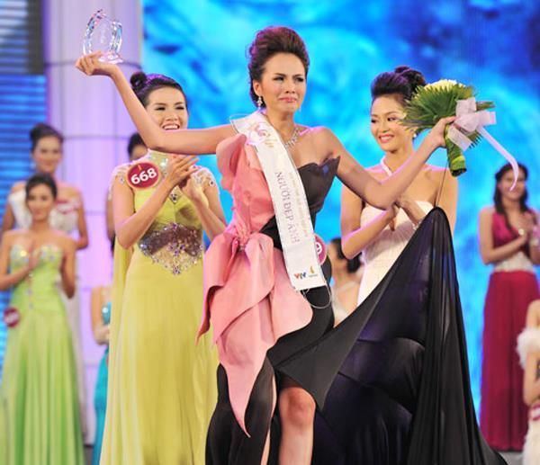 Diễm Hương nói về danh hiệu Hoa hậu: 'Như một lần trúng xổ số độc đắc' - Ảnh 1