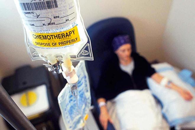 Bác sĩ lý giải tin đồn hóa trị ung thư khiến bệnh nặng hơn - Ảnh 1