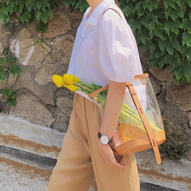 Những mẫu áo cách điệu sắp 'đánh chiếm' tủ đồ mùa thu của hội chị em - Ảnh 10