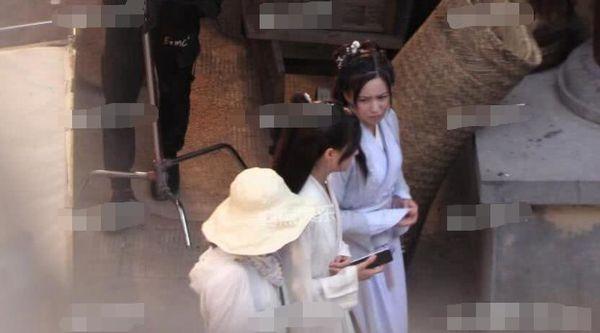 Trịnh Sảng bị chỉ trích khi liên tục bấm điện thoại trên phim trường của tác phẩm mới - Ảnh 4