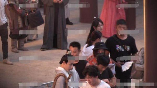 Trịnh Sảng bị chỉ trích khi liên tục bấm điện thoại trên phim trường của tác phẩm mới - Ảnh 5
