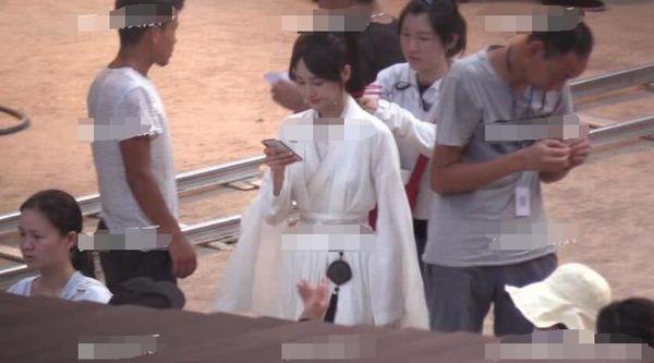 Trịnh Sảng bị chỉ trích khi liên tục bấm điện thoại trên phim trường của tác phẩm mới - Ảnh 7