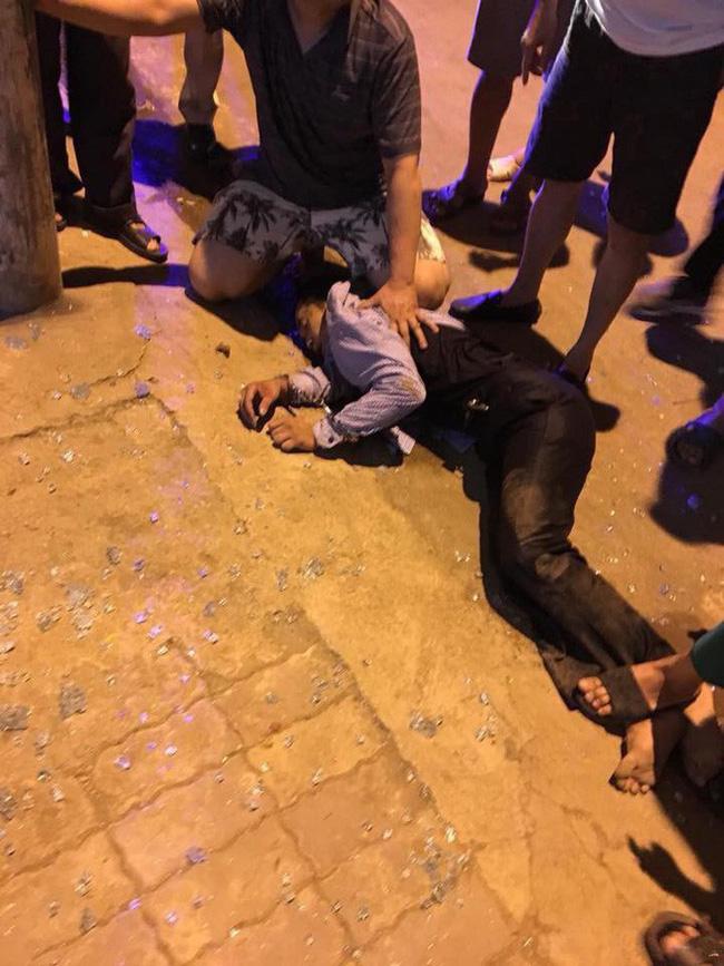 Clip người phụ nữ túm tóc, vật lộn với hai tên cướp tiệm vàng ở Sơn La gây tranh cãi - Ảnh 2