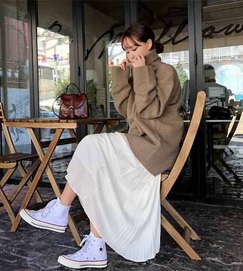 3 công thức mix chân váy dài - món đồ 'đỉnh' mùa đông của gái Hàn - Ảnh 6
