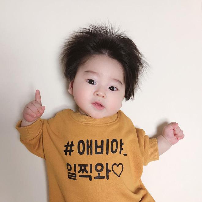 Cậu bé Hàn Quốc với quả đầu chôm chôm đáng yêu đến mức ai cũng muốn đem về nuôi - Ảnh 10