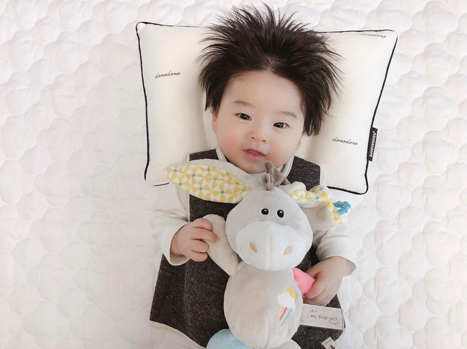 Cậu bé Hàn Quốc với quả đầu chôm chôm đáng yêu đến mức ai cũng muốn đem về nuôi - Ảnh 11