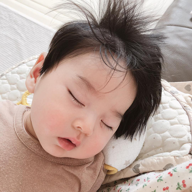 Cậu bé Hàn Quốc với quả đầu chôm chôm đáng yêu đến mức ai cũng muốn đem về nuôi - Ảnh 7