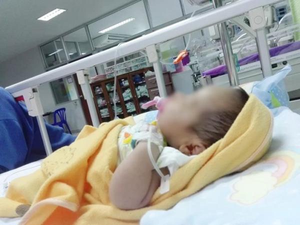 Trẻ sơ sinh nhập viện cấp cứu chỉ vì uống nước lọc kiểu này - lời cảnh báo cho các bậc làm cha mẹ - Ảnh 1
